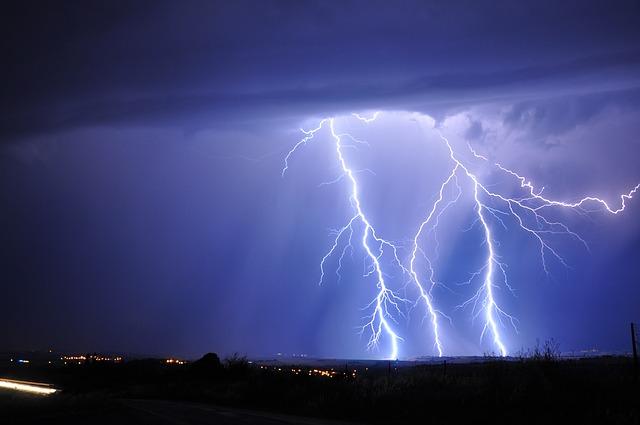lightning-3020873_640
